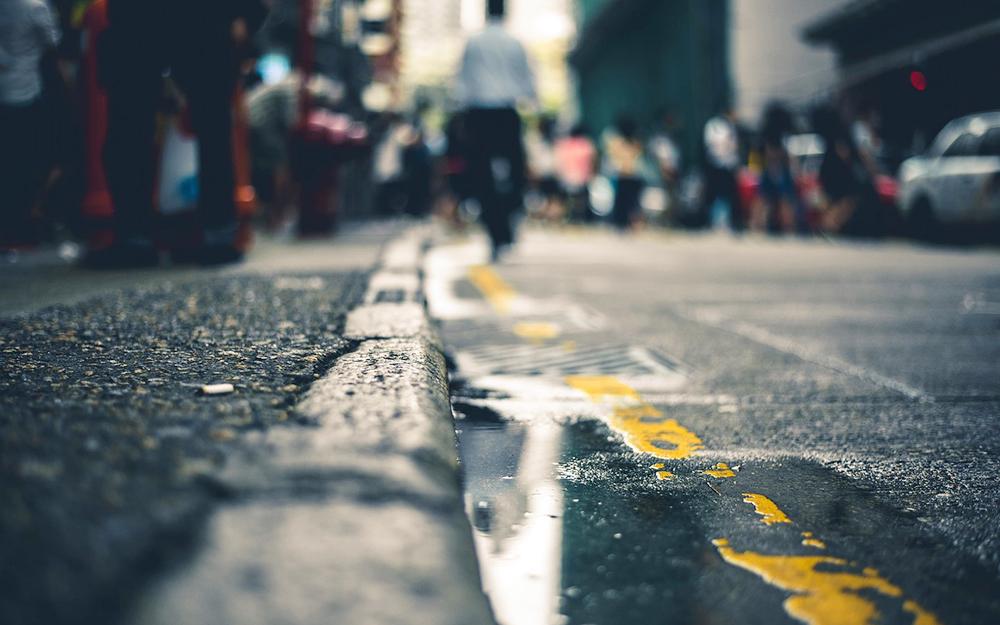 Que se passe-t-il dans l'eau saumâtre des caniveaux urbains ? (Photo Pixabay)