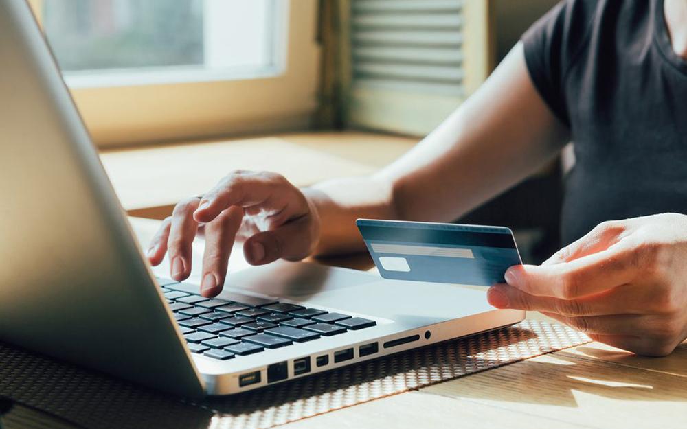Vous achetez en ligne? Protégez-vous en adoptant les bons réflexes. (© EN - Vingt55)