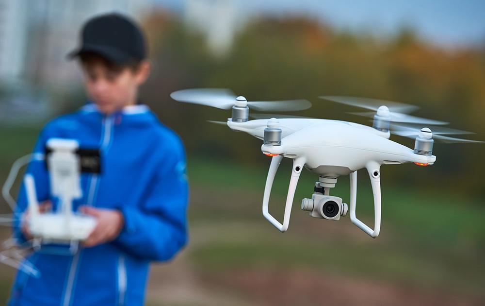 A partir de septembre 2018, les enfants de moins de 14 ans ne seront pas autorisés à piloter un drone de plus de 800 grammes (Photo Lelynx.fr)