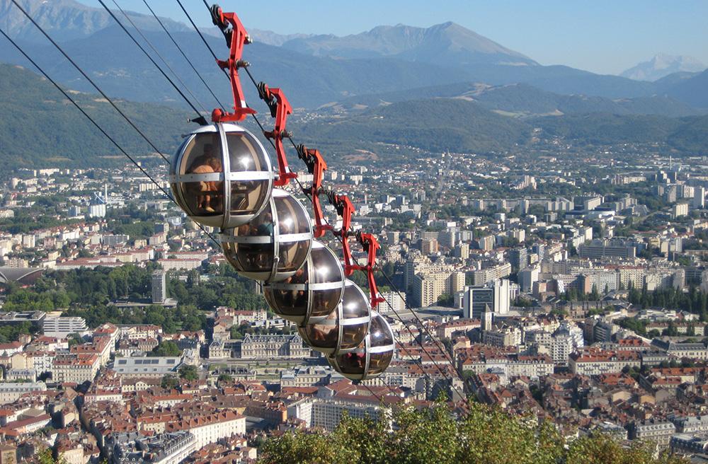 La métropole de Grenoble (Dauphiné), aux portes des Alpes (Photo Jörg Sancho Pernas )