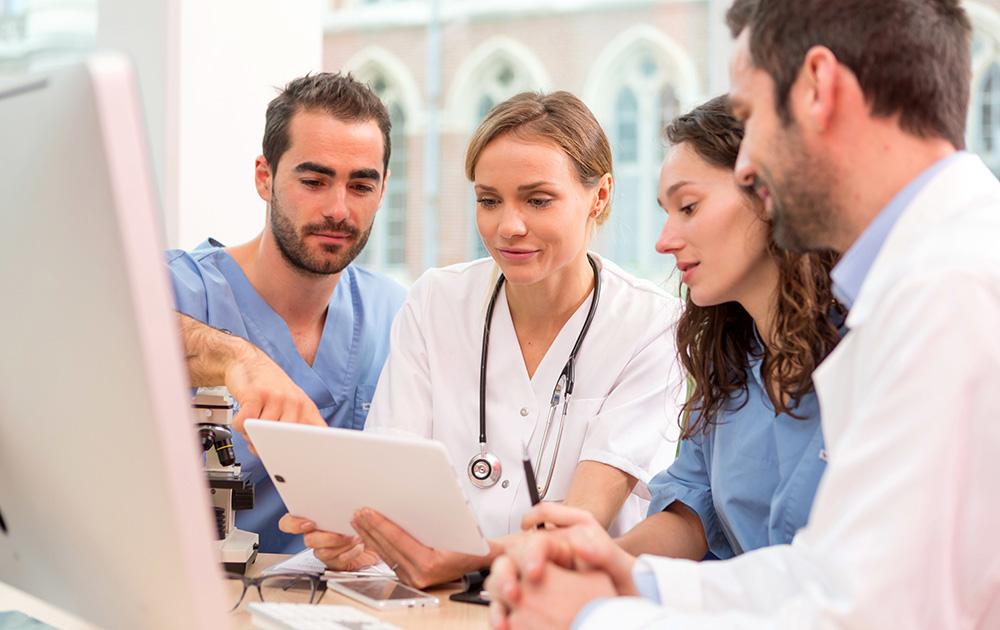 La digitalisation pour accompagner le parcours de soins (photo Adobe Stock)