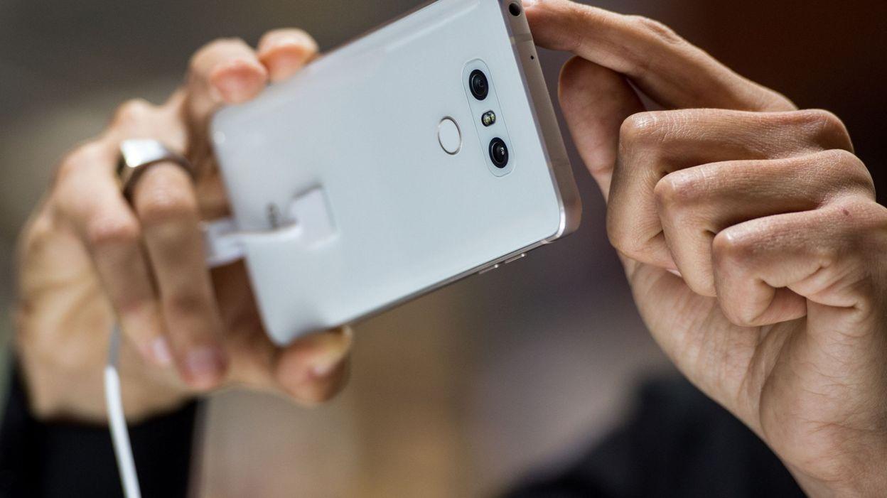 """La participation citoyenne via smartphone lancée avec le projet pilote """"Brussels By Us"""" - © JOSEP LAGO - AFP"""