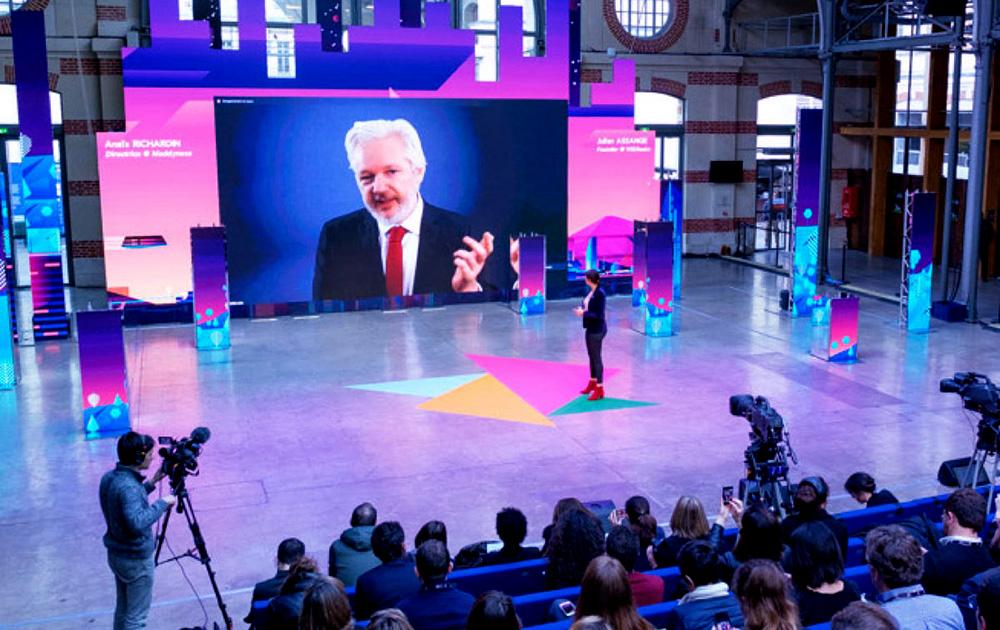 La keynote de Julian Assange, fondateur de WikiLeaks, depuis sa résidence de Londres (Photo MK)