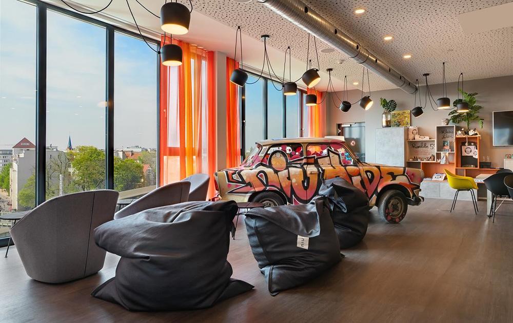 Berlin : un hôtel en bois sur le toit-parking d'un centre commercial, une première mondiale