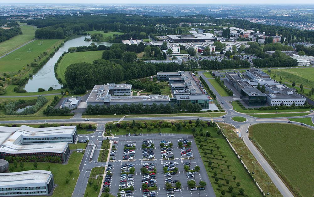 Vue aérienne du campus Paris-Saclay et plus particulièrement de l'Ecole polytechnique de Palaiseau (Collections École Polytechnique / Photo Jérémy Barande)