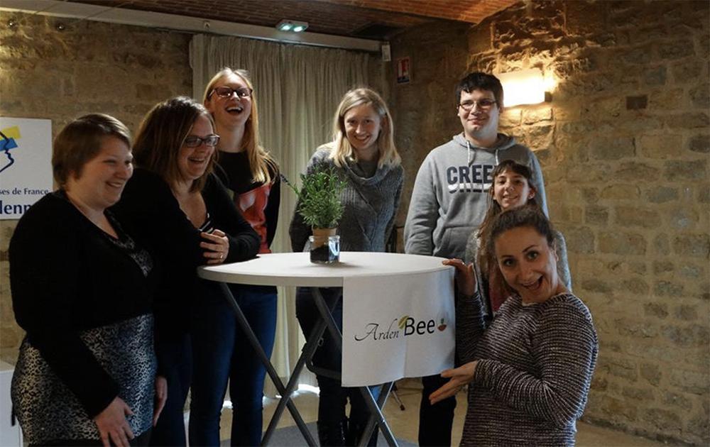 Les jeunes créateurs du gobelet bio dégradante (photo Arden Bee O)