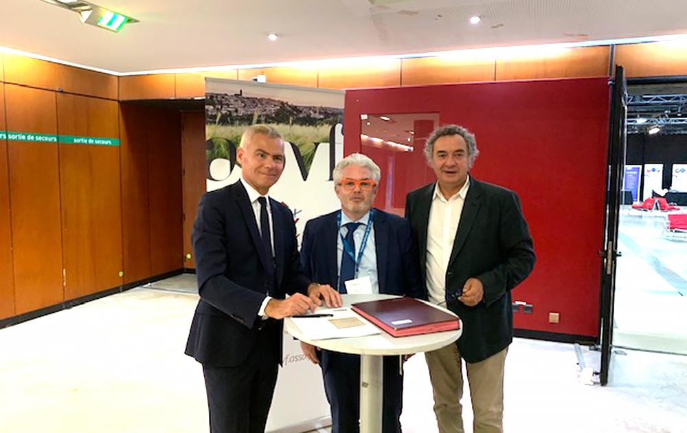 Les signataires de la convention : JC Bouillon - P Berteaud - P Jarlier