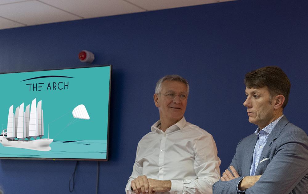 Yves Gillet (Club des 100 / Groupe Keran) et Fabien Jouan (Goupe la Poste région ouest) lors de la présentation du projet The Arch a Angers