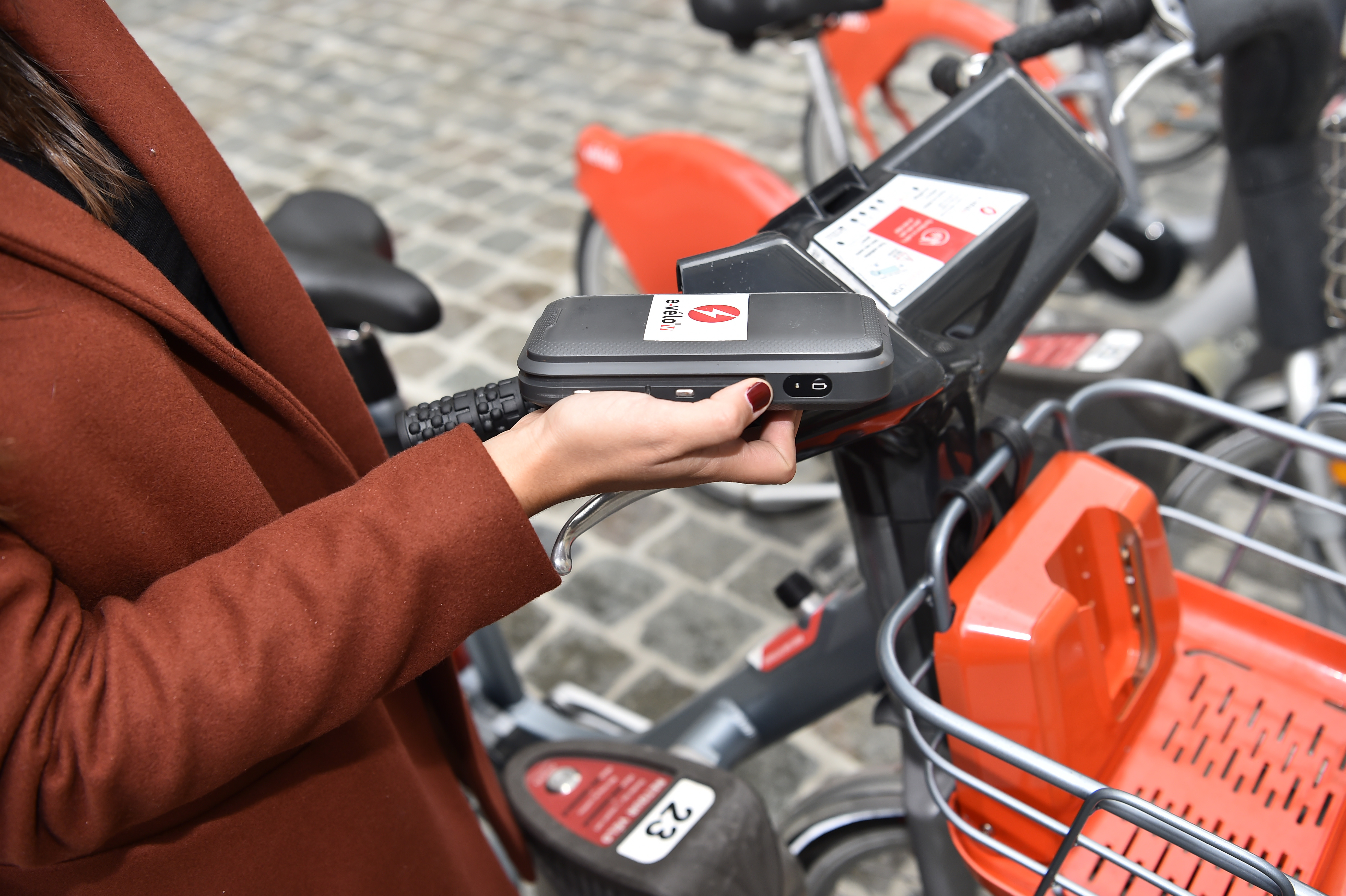 La batterie des vélos e-Velo'v tient dans la poche (Photo JCDecaux)