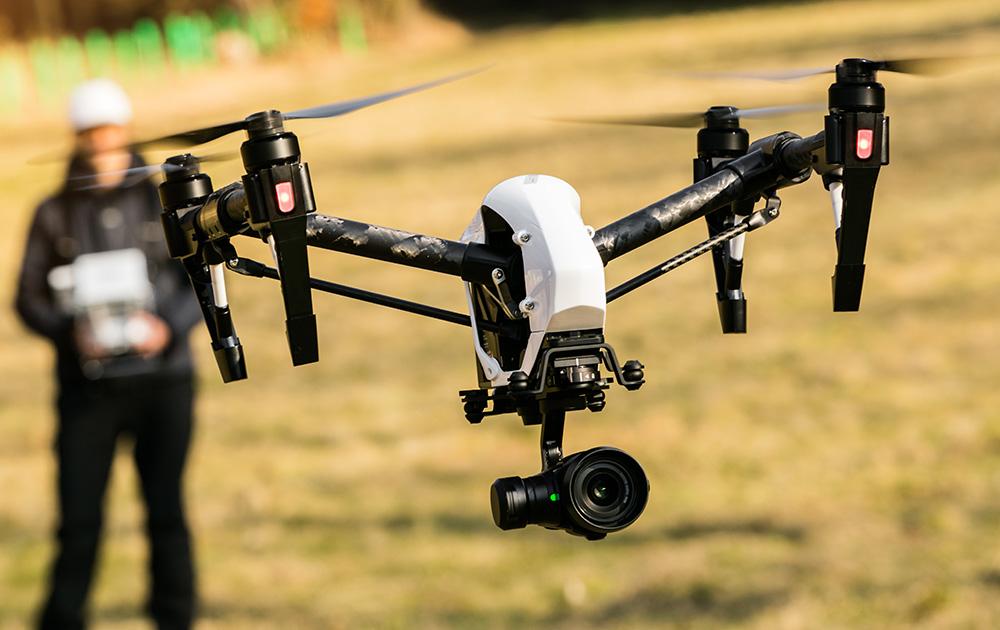 Un drone professionnel en évolution (photo Adobe Stock)