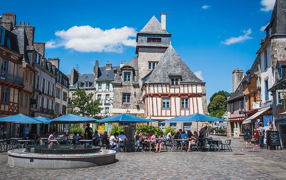 Le centre-ville de Quimper, chef lieu du département du Finistère (Photo Adobe Stock)
