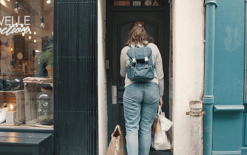 Malgré la crise sanitaire, la livraison entre particulier continue (photo situation Yper avec dépôt devant la porte)