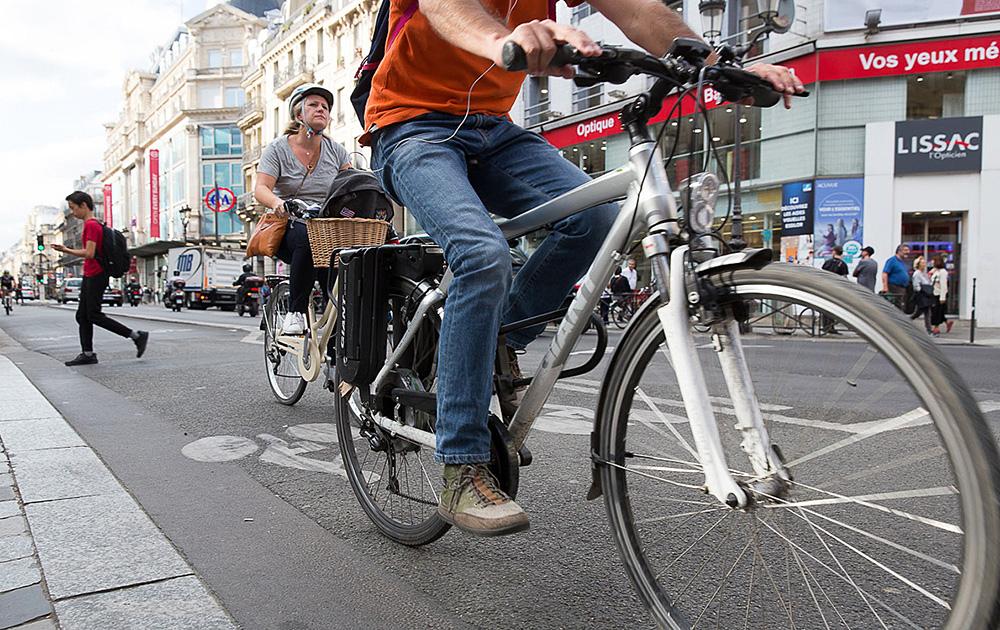 La rue de Rivoli à Paris, réservée aux piétons et aux vélos ( Crédit Photo Sophie Robichon / Ville de Paris )