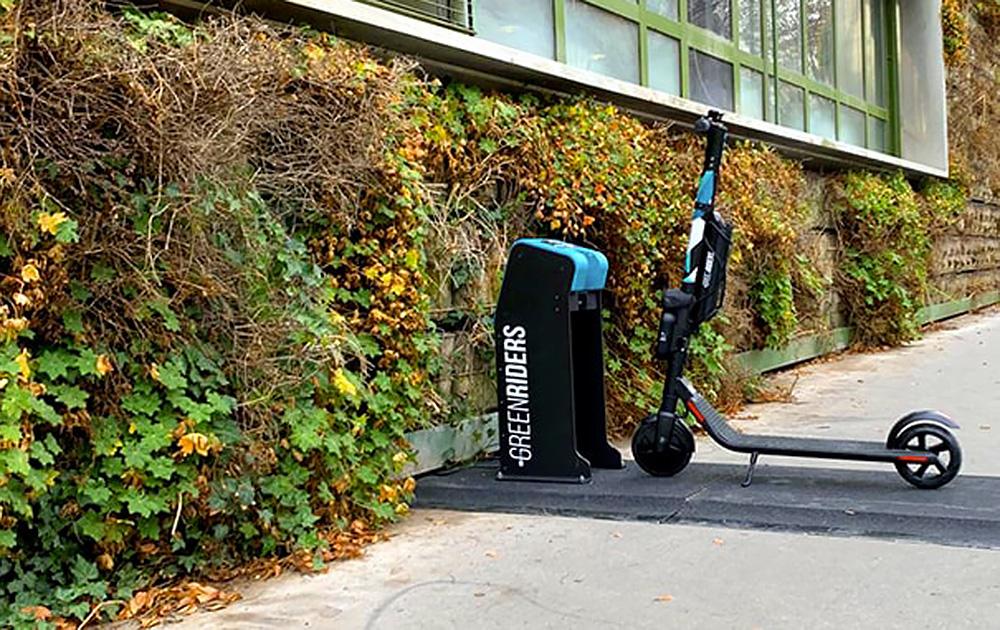 Des bornes pour éviter l'abandon sauvage et en même temps recharger (Photo Green Riders)