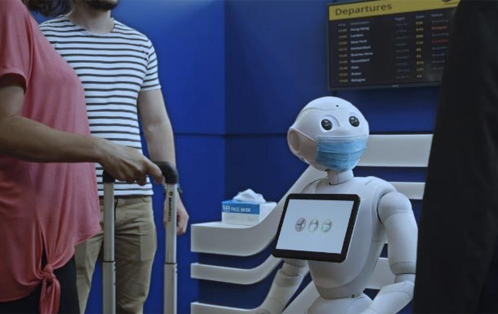 Pepper le robot peut désormais surveiller et prévenir ceux qui ne portent pas de masque (photo SoftBank Robotics)