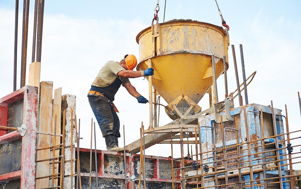 Le ciment élément indissociable des chantiers de construction des villes du monde entier. Aux USA sur cette photo (photo d'archive Adobe Stock)