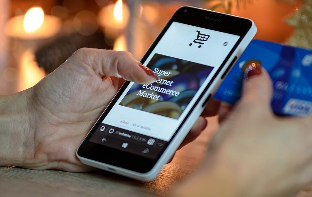 Que ce soit avec une carte bancaire ou un smartphone, le paiement sans contact est de plus en plus utilisé (photo d'archive Pixabay)