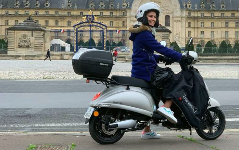 Le scooter Swapper One de Zeway, très à l'aise à Paris (Photo Zeway)