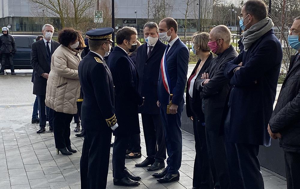 Le Président Macron accueilli par Grégoire de Lasteyrie, maire de Palaiseau et président de la communauté de communes Paris Saclay (photo CC Paris Saclay)