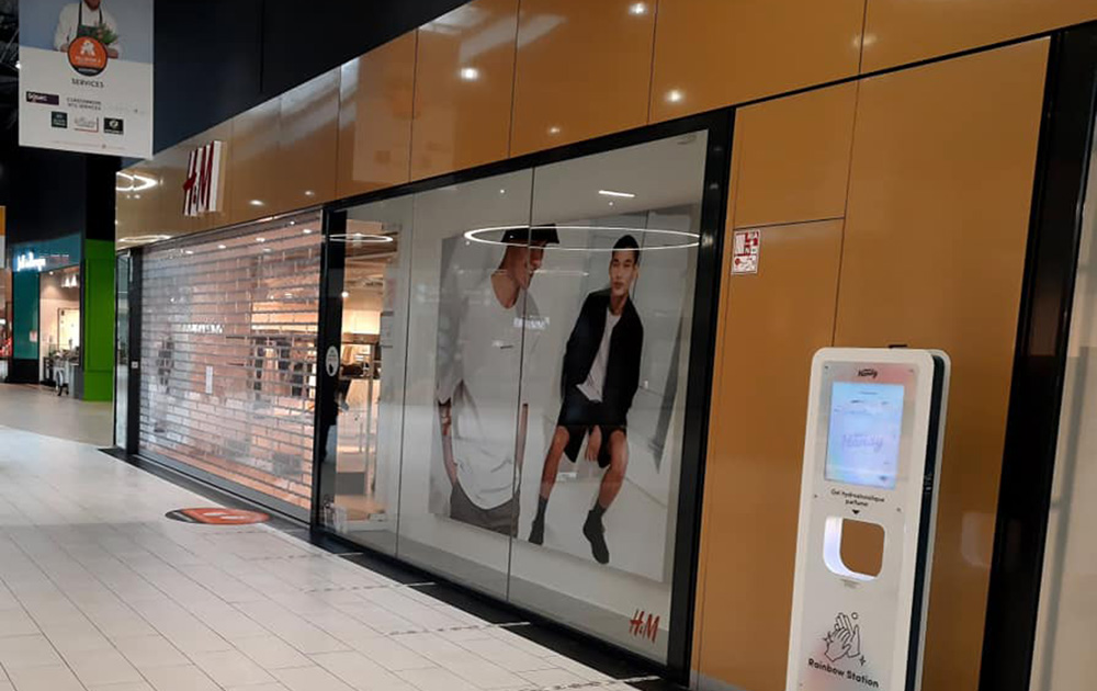 Un vitrine du centre commercial de Villebon sur Yvette (Photo DR)