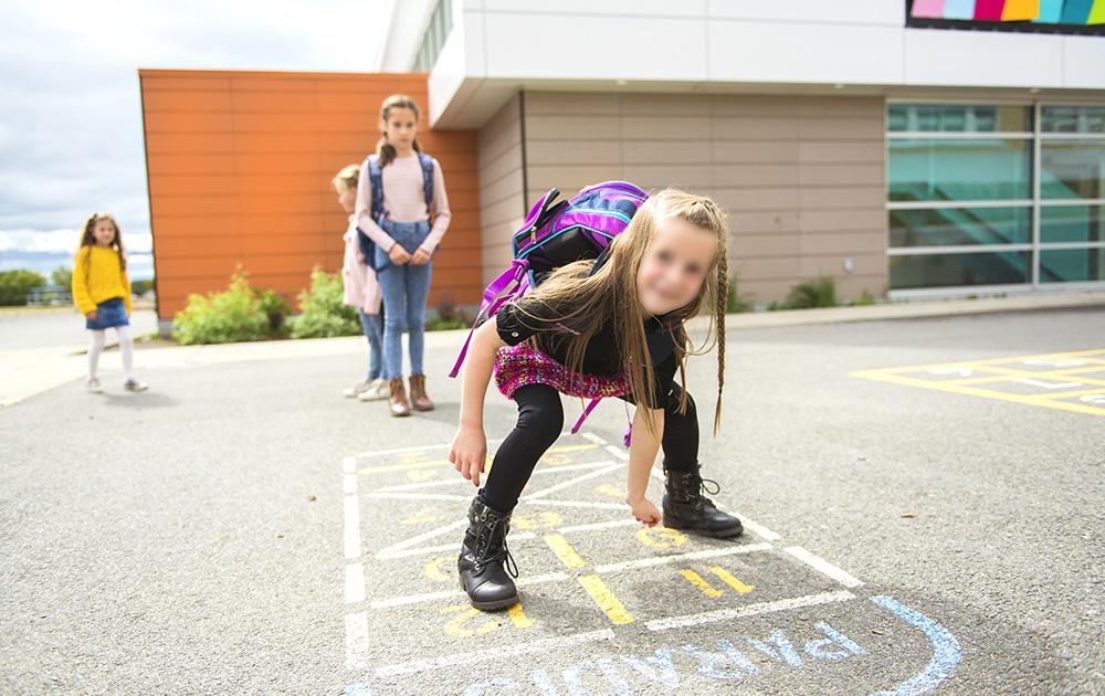 Les enfants sont les plus affectés par la pollution de l'air en zone urbaine. Il y a donc lieu de les protéger. (Photo Adobe Stock)