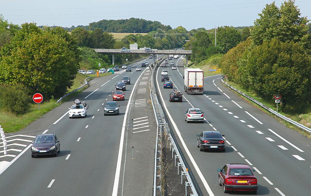 De nombreuses entreprises de transport suivent leurs véhicules de livraison afin d'optimiser les trajets en temps réel. (photo Adobe Stock)