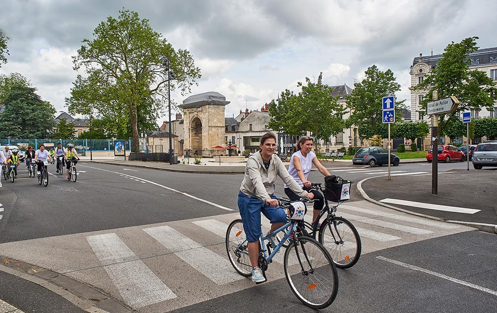A vélo dans Nevers (Photo Ville de Nevers - S. Nesly)