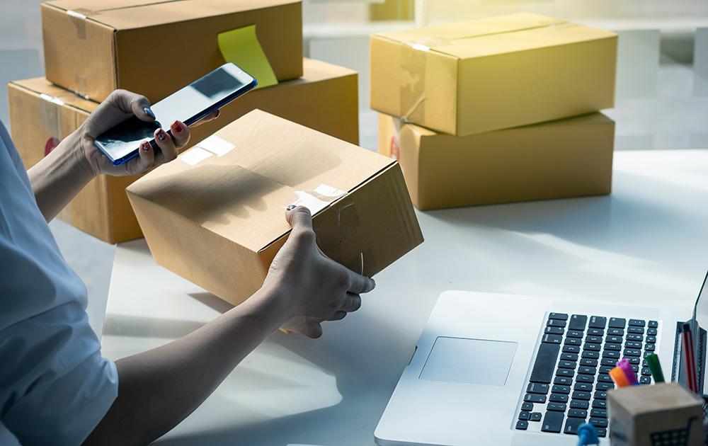 Avec la pandémie le e-commerce s'est accéléré. Mais derrière se cache une machine complexe qui nécessite des réseau fiables et rapides (Photo Adobe Stock)