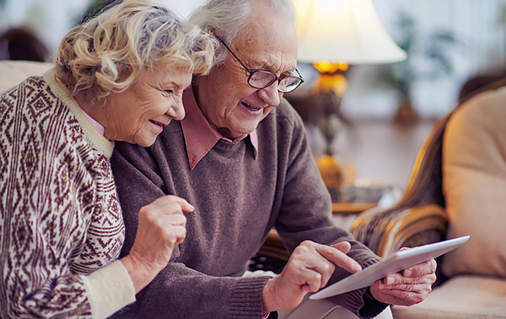Désormais les plus âgés peuvent aussi échanger en visioconférence ( Photo Facitolab)