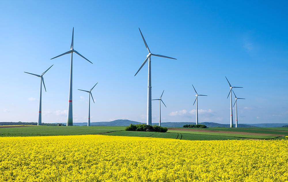 De plus en plus d'éoliennes dans le paysage français (Photo Adobe Stock)