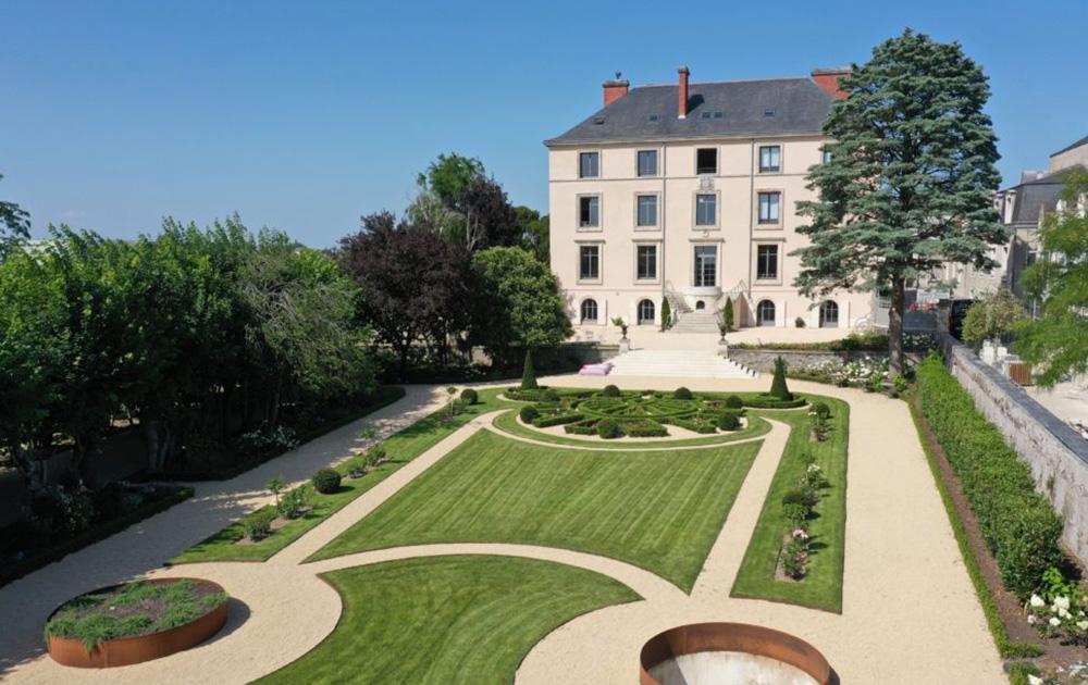 La Villa Médicis d'Angers, coté jardin, un lieu propice à la créativité, surtout en été (photo Angers French Tech)