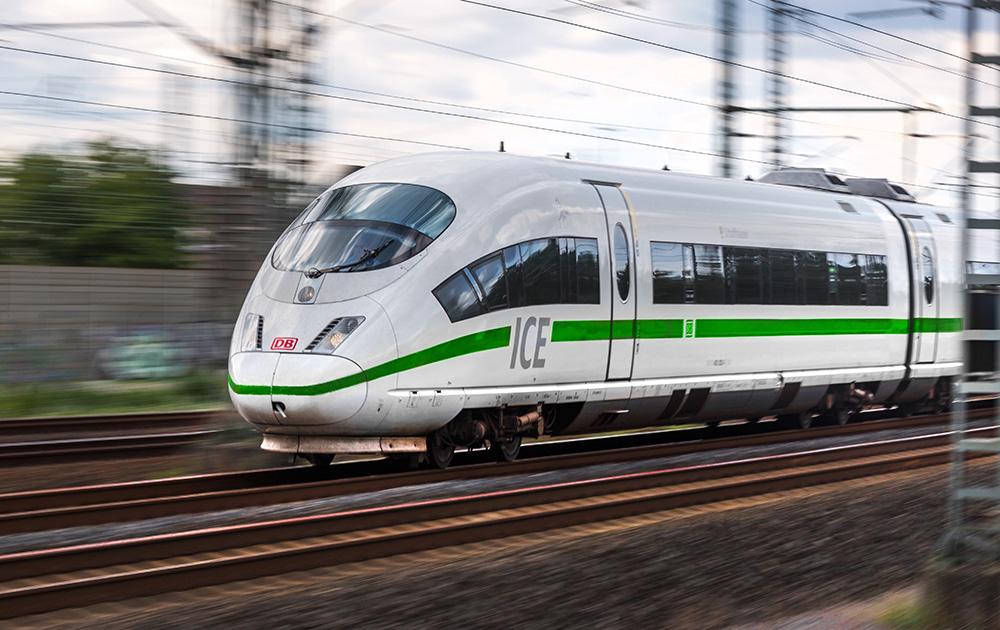 Train allemand dans la Rhénanie du Nord-Westphalie (Photo d'archive Adobe Stock)