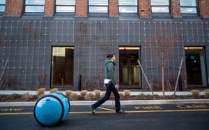 Piaggio lance Gita, un robot valise qui vous suit partout
