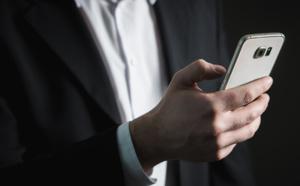 Cyber-sécurité : Force Glass Confidentiel protège votre écran des regards indiscrets