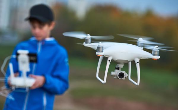 Drones de loisirs: la nouvelle réglementation ne sera finalement applicable qu'en septembre 2018